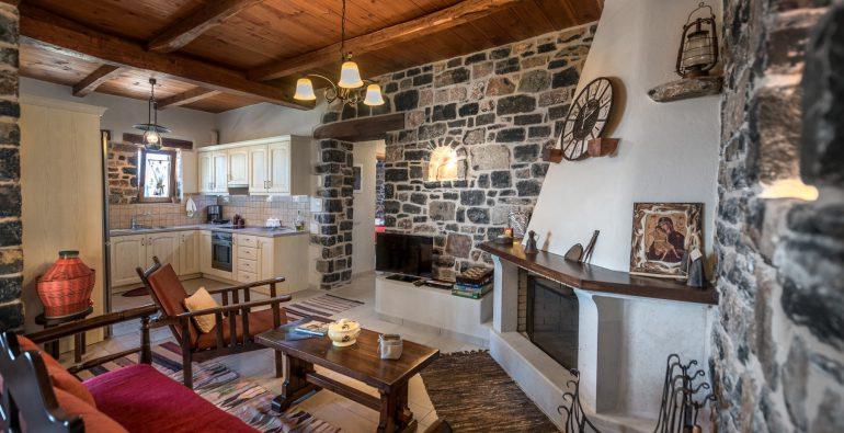 kalonero_livingroom_fireplace